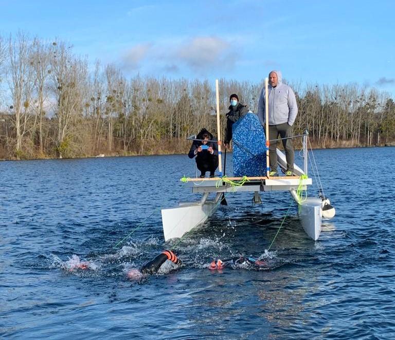 Essai de tractage de l'embarcation de Plastic Odyssey lors d'un entraînement en eau vive