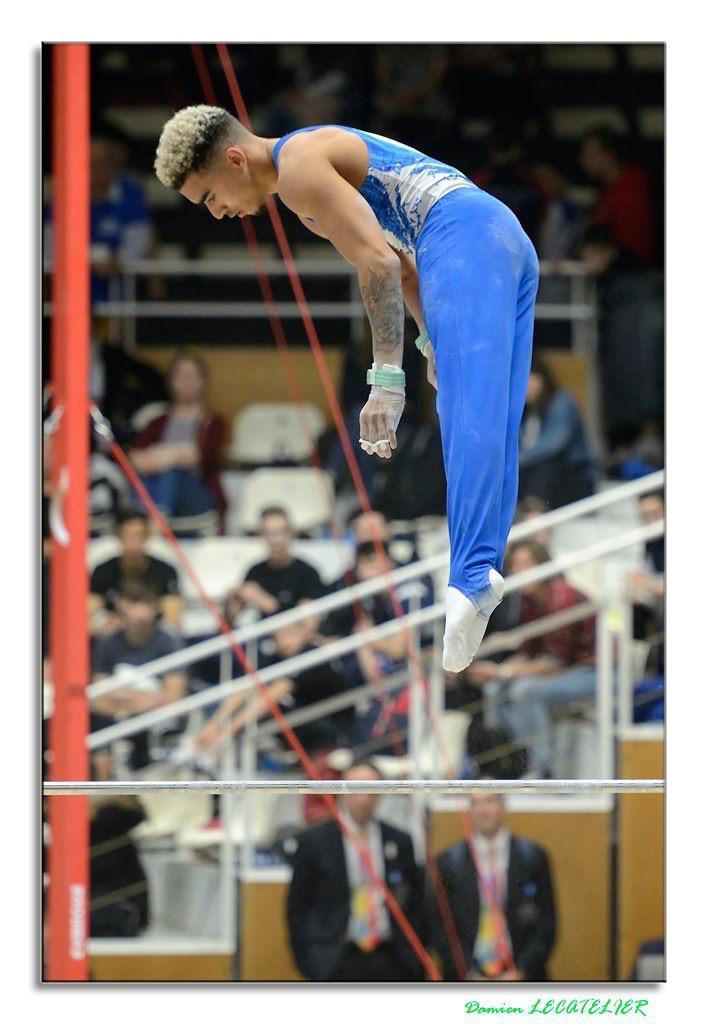 Loris est originaire de la ville de Forbach (Grand Est) et vit actuellement à Antibes pour exercer sa passion au pôle France de gymnastique.